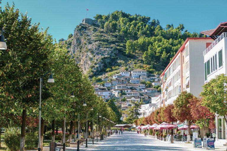Albanien Urlaub - Albanische Stadt Berat